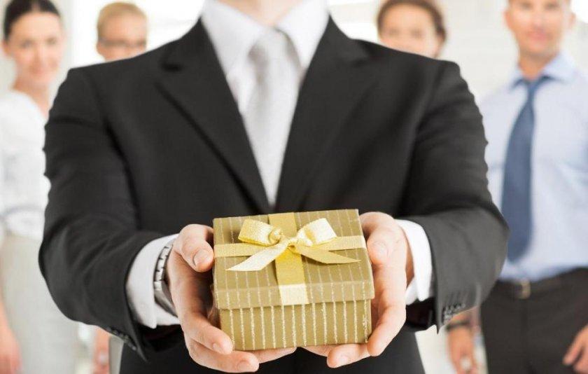 Что лучше всего подарить коллегам и клиентам компании?